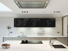 Tafelfolie Set selbstklebend   60x300cm   inkl. Kreide   zwei Farben wählbar (schwarz): Amazon.de: Küche & Haushalt