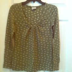 I just added this to my closet on Poshmark: Long sleeve skull shirt in green. Price: $18 Size: M