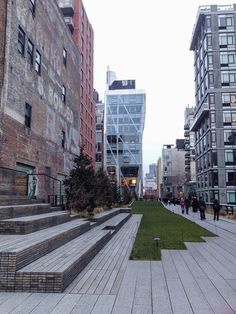 High Line Park, um parque público construído em uma linha de trem suspensa que estava abandonada.  Mais informações no blog :)