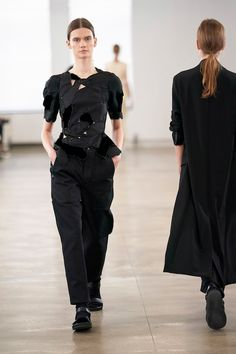 Look 41 | The Row Spring 2020 - Women's Collection | TheRow.com Fashion 2020, Fashion Week, Urban Fashion, Spring Fashion, Fashion Looks, Womens Fashion, Fashion Trends, Fashion Edgy, Fashion Details