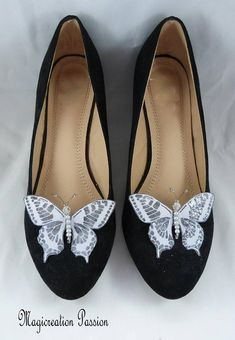 clips chaussures papillons soie gris parme corps perles Butterfly Shoes, Purple Butterfly, Shoe Clips, Shoe Show, Purple Grey, Turquoise, Favorite Color, Feminine, Flats