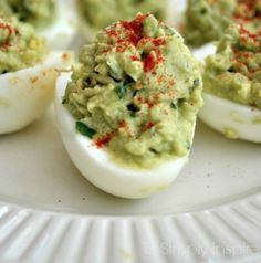 Attention all avocado lovers (and everyone who likes a delicious, healthy meal). Here are 24 of the best recipes with avocado as the main ingredient. Avocado Deviled Eggs, Deviled Eggs Recipe, Avocado Egg, Healthy Picnic, Picnic Foods, Healthy Snacks, Brunch Recipes, Appetizer Recipes, Appetizers