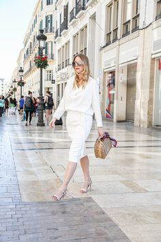 The White Dress - find everything about this #escada look now up on www.mod-by-monique.com  #escadaofficial #white #dress #look #sommer #outfit #blogger #modeblogger #monique #basketbag #basket #wickerbag #wicker #seidenschal #chloé #chloé sonnenbrille #malaga #costadelsol