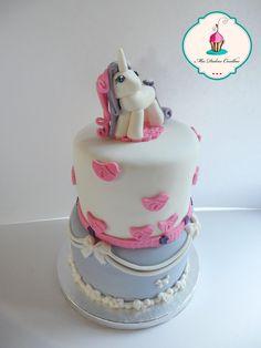 tarta de cumpleaños con unicornio en fondant