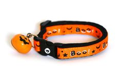 This cat collar is handmade using reinforced cotton and top quality contoured hardware. Reinforced cotton makes a great collar material because it