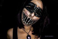 Andrea De La Ossa est une artiste maquilleuse qui réalise des maquillages monstrueux prêts à nous refiler des cauchemars.
