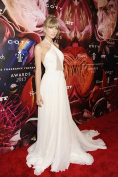 Taylor Swift. Gorgeous dress!