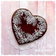 """Victorian Heart of Lace cookie by Nadia """"My Little Bakery"""" Lace Cookies, Tea Cookies, Cut Out Cookies, Royal Icing Cookies, Cupcake Cookies, Cookies Et Biscuits, Valentines Sweets, Valentines Day Cookies, Ginger Bread Cookies Recipe"""