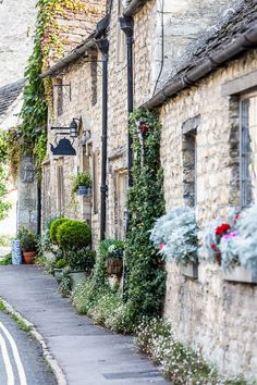 Castle Combe is one of the prettiest villages in England. This Cotswolds gem in Wiltshire is full of stone cottages and flowers. #castlecombe #wiltshire #cotswolds #england