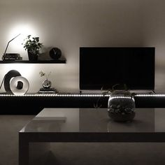 tuuliさんの、リビング,テレビ台,間接照明,ウォールラック,白黒,テレビボード,モノトーン,シンプルモダン,シンプルライフ,白黒グレー,塩系インテリア,のお部屋写真