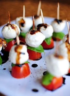 Caprese Skewers With Balsamic Drizzle recipe for wedding cocktail hour. Bite size snacks Caprese Skewers With Balsamic Drizzle recipe for wedding cocktail hour. Bridal Shower Appetizers, Wedding Appetizers, Wedding Snacks, Birthday Appetizers, Wedding Finger Foods, Bridal Showers, Finger Foods For Party, Easy Wedding Food, Baby Shower Finger Foods