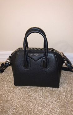 Tolu, Luxury Purses, Beautiful Bags, Givenchy, Clutches, Shoulder Strap, Korea, Fancy, Totes