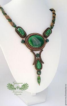 Купить Малахитовый кулон. Повтор - зелёный, малахит, кулон с малахитом, бронза, малахит в бронзе Jewelry Design Earrings, Seed Bead Jewelry, Bead Jewellery, Beaded Earrings, Beaded Jewelry, Beaded Bracelets, Bead Embroidery Patterns, Bead Embroidery Jewelry, Handmade Beads