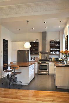 biped: Maison Jeanne-Mance turned into a duplex cottage