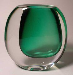 Vicke Lindstrand for Kosta, Sweden Glass Ceramic, Glass Vase, Glas Art, Glass Photography, Kosta Boda, Scandinavian Art, Glass Design, Colored Glass, Decorative Accessories