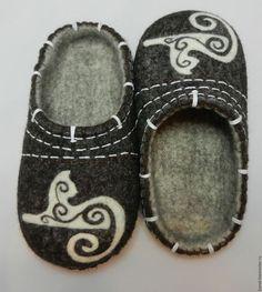 """Обувь ручной работы. Ярмарка Мастеров - ручная работа. Купить Тапки валяные домашние """"Кошки-3"""". Handmade. Коричневый"""