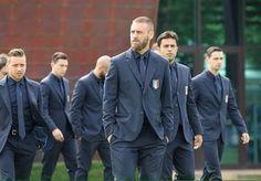 【画像】サッカーイタリア代表、チビるほどかっこええスーツを支給される : キニ速
