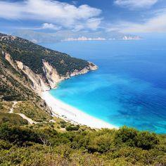 Wegen seiner atemberaubenden Schönheit wird der Myrtos Beach auf der griechischen Insel Kefalonia auch oft als ein 'Stück des Himmels' …