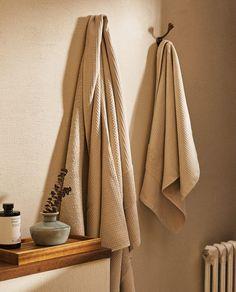 Bathroom Towels, Bath Towels, Bathroom Hooks, Zara Home Canada, Interior Decorating, Interior Design, Waffle Knit, Cotton Towels, Home Decor Kitchen