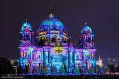 Artist: Susan Gurnee. The #FestivalOfLights has invited ten #designers, #creatives and #artists to design the facade of the #BerlinCathedral under the motto #ColoursOfJoy.   #BerlinerDom #Berlin #Colours #Light