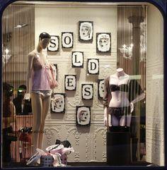 1000 images about vitrines boutique chantal thomass on pinterest saints boutiques and lingerie. Black Bedroom Furniture Sets. Home Design Ideas