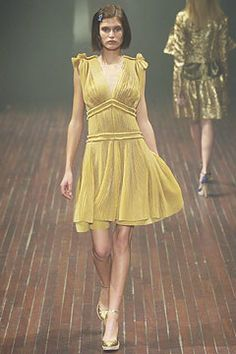 Lanvin Spring 2005 Ready-to-Wear Fashion Show - Lindsay
