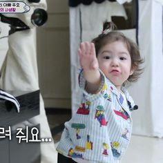 Cute Asian Babies, Korean Babies, Cute Babies, Cute Little Baby, Little Babies, Superman Kids, Song Triplets, Baby Park, Ulzzang Kids