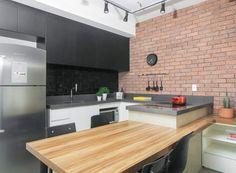 """bancada da cozinha em """"U"""" e   parede, em vez de tijolo pintar de cinza-cimento"""