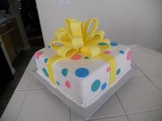 Gender reveal cake. this one's so cute!