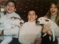 29 Of The Most Awkward Family Photos Ever someone will lose his nose in three, two, one...
