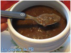 Sauce aux échalotes Pour 4/6 personnes :   2 grosses échalotes  5 g d'huile d'olive  10 de beurre   10 g de farine   10 g de fond de veau   1/2 gobelet de vin rouge  1 gobelet 1/2 d'eau  1 bouillon de cube bouquet garni  sel et poivre