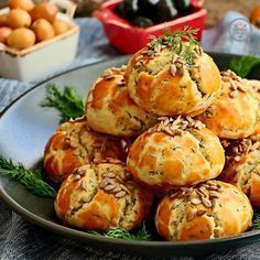 Ağızda dağılan kıyır kıyır poğaça. Turkish Recipes, Turkish Snacks, Italian Recipes, Tea Time Snacks, Salty Snacks, Bread And Pastries, C'est Bon, Breakfast Recipes, Bakery