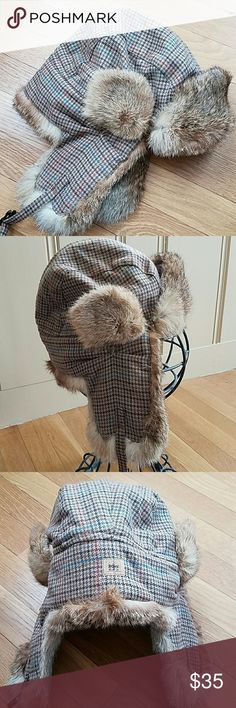 Paul loinburd crowncap aviator rabbit trim hat Tweed fabric with rabbit fur trim, ear and visor flaps can be snapped up or down, tag shows size M ....my opinion it is  best suited for a small to medium sized head , excellent condition Paul loinburd crowncap Accessories Hats