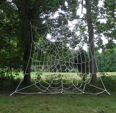 Spiderweb Net (outdoors) - I am so getting this for the kids.