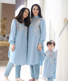 For Price Queries Please DM us or you can Message/WhatsApp 📲 We provide Worldwide shipping🌍 ✅Inbox to place order📩 ✅stitching available🧣👗🧥 shipping worldwide. 📦Dm to place order 📥📩stitching available SHIPPING WORLDWIDE 📦🌏🛫👗💃🏻😍 . Pakistani Fashion Party Wear, Pakistani Dress Design, Pakistani Outfits, Muslim Fashion, Indian Fashion, Pakistani Kids Dresses, Stylish Dresses For Girls, Simple Dresses, Casual Dresses