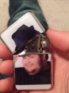 Come to M'lady's rescue like a true gentleman by lighting up her smokes using this fedora hat tip lighter. Every time you light up, actor Gordon Crisp gives you a friendly salute with a tip of his stylish fedora and his glorious neck beard. All Meme, Stupid Memes, Dankest Memes, Hilarious Memes, Funny Images, Funny Pictures, Hat Tip, Cool Lighters, Baguio