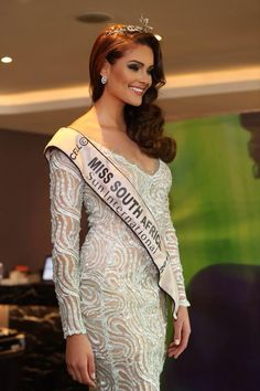 Miss south africa's dress . Pageant Crowns, Pageant Dresses, Beautiful Inside And Out, Most Beautiful Women, Miss World 2014, Africa Dress, Pageants, Beauty Pageant, Beauty Queens