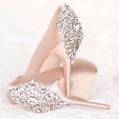 Pale pink and bling!? Say no more. These Badgley Mischka's need some space in the closet, don't you agree fashionistas!? xoxo