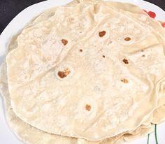 Domowe placki tortilli Wcześniej zawsze kupowałam gotowe placki tortilli gdyż nie wiedziałam, że wykonanie ich samodzielnie jest takie łatwe, a do tego tanie. Odkąd przekonałam się na własnej skórze jakie to proste i szybkie, już zawsze goszczą u mnie tylko domowej roboty tortille. Polecam spróbować  Składniki na 4 sztuki: 1 szklanka mąki pszennej 130ml … Nigella, Easy Cooking, Superfoods, Diet, Lunch, Healthy, Ethnic Recipes, Blog, Impreza