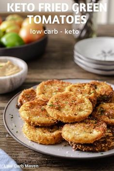 Crispy Fried Green Tomatoes with keto bread crumbs is a great low carb appetizer! via Crispy Fried Green Tomatoes with keto bread crumbs is a great low carb appetizer! via Low Carb Maven Keto Foods, Keto Snacks, Snack Recipes, Shrimp Recipes, Vegetable Recipes, Appetizer Recipes, Bread Recipes, Low Carb Maven, Low Carb Keto
