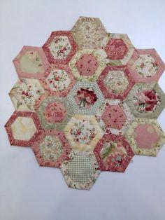 Quilt As You Go Hexagon Tutorial (Happy Appliquer) …