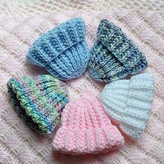 Sport weight yarn makes the Preemie size. Sport weight yarn makes the Preemie size. Baby Hat Knitting Patterns Free, Baby Cardigan Knitting Pattern, Baby Hat Patterns, Baby Hats Knitting, Loom Knitting, Free Knitting, Newborn Knit Hat, Newborn Hats, Knitted Dolls