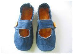 Re-purposed House Slippers — DIY How-to from Jeans Sewing Slippers, Denim Ideas, Denim Shoes, Denim Purse, Denim Crafts, Jeans Bleu, Old Jeans, Recycled Denim, How To Make Shoes