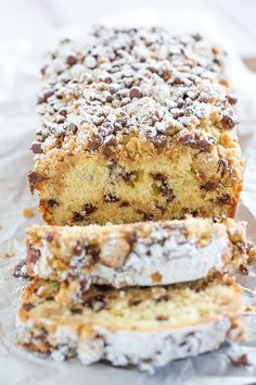 This chocolate chip crumb cake is unbelievably tender, loaded with chocolate chips and topped with the most amazing crumb topping! Cake for uncle Just Desserts, Delicious Desserts, Dessert Recipes, Yummy Food, Cake Recipes, Baking Desserts, Breakfast Recipes, Mini Chocolate Chips, Chocolate Chip Cookies