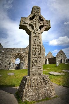 Ancient Celtic crosses, Clonmacnoise cemetery, County Offaly, Ireland This cemetery is so hauntingly beautiful! The Celtic crosses are really intricately designed! Irish Celtic, Celtic Art, Celtic Crosses, Love Ireland, Ireland Travel, The Places Youll Go, Places To See, Belfast, Celtic Culture