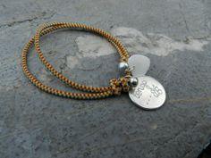 """Pulsera elástica con moneda personalizada """"Tengo..mariposas"""" Podemos grabar lo que mas te guste! 14.20€ www.cosinasdesara.comhttp://www.cosinasdesara.com/es/pulseras/2442-pulsera-goma-elastica-modenas-grabadas-personalizadas.html"""