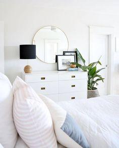 minimalist home accessories 5 Simple Ways to Organize a Minimalist Bedroom # Airy Bedroom, Clean Bedroom, White Bedrooms, Pink Master Bedroom, White Wall Bedroom, Summer Bedroom, Bedroom Brown, Light Bedroom, Bedroom Black