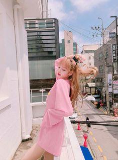 Lalisa Manoban of Blackpink Kim Jennie, Kpop Girl Groups, Kpop Girls, Lisa Black Pink, Lisa Blackpink Wallpaper, Wallpaper Lockscreen, Kim Jisoo, Blackpink Photos, Blackpink Fashion