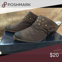 Kesha Mules Dark brown, lightly worn slip on heeled mules Andrew Geller Shoes Mules & Clogs