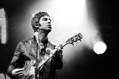 Noel Gallagher reveló que no usa ropa interior cuando toca
